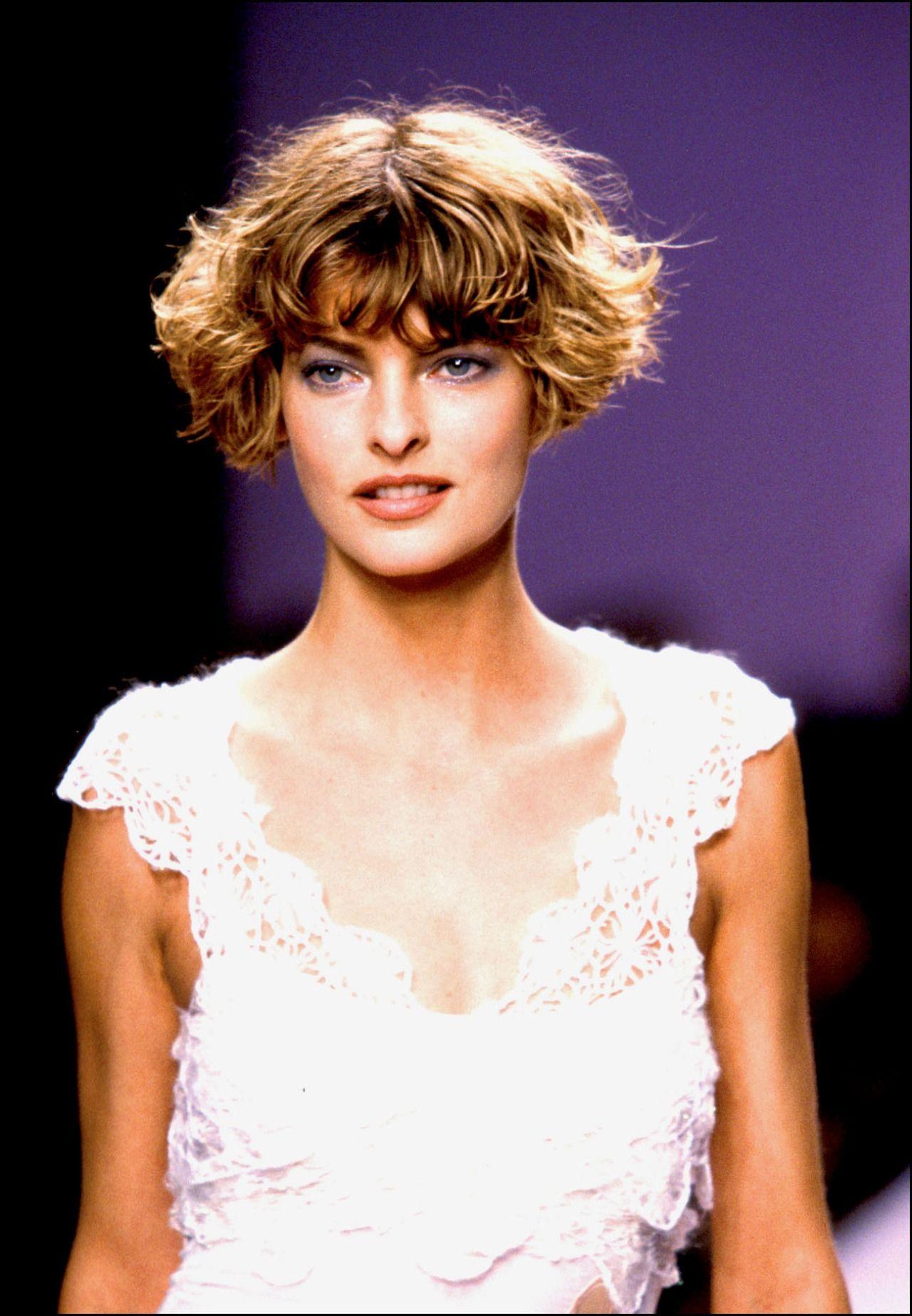 Linda Evangelista Curly Hair Styles Hair Icon Linda Evangelista