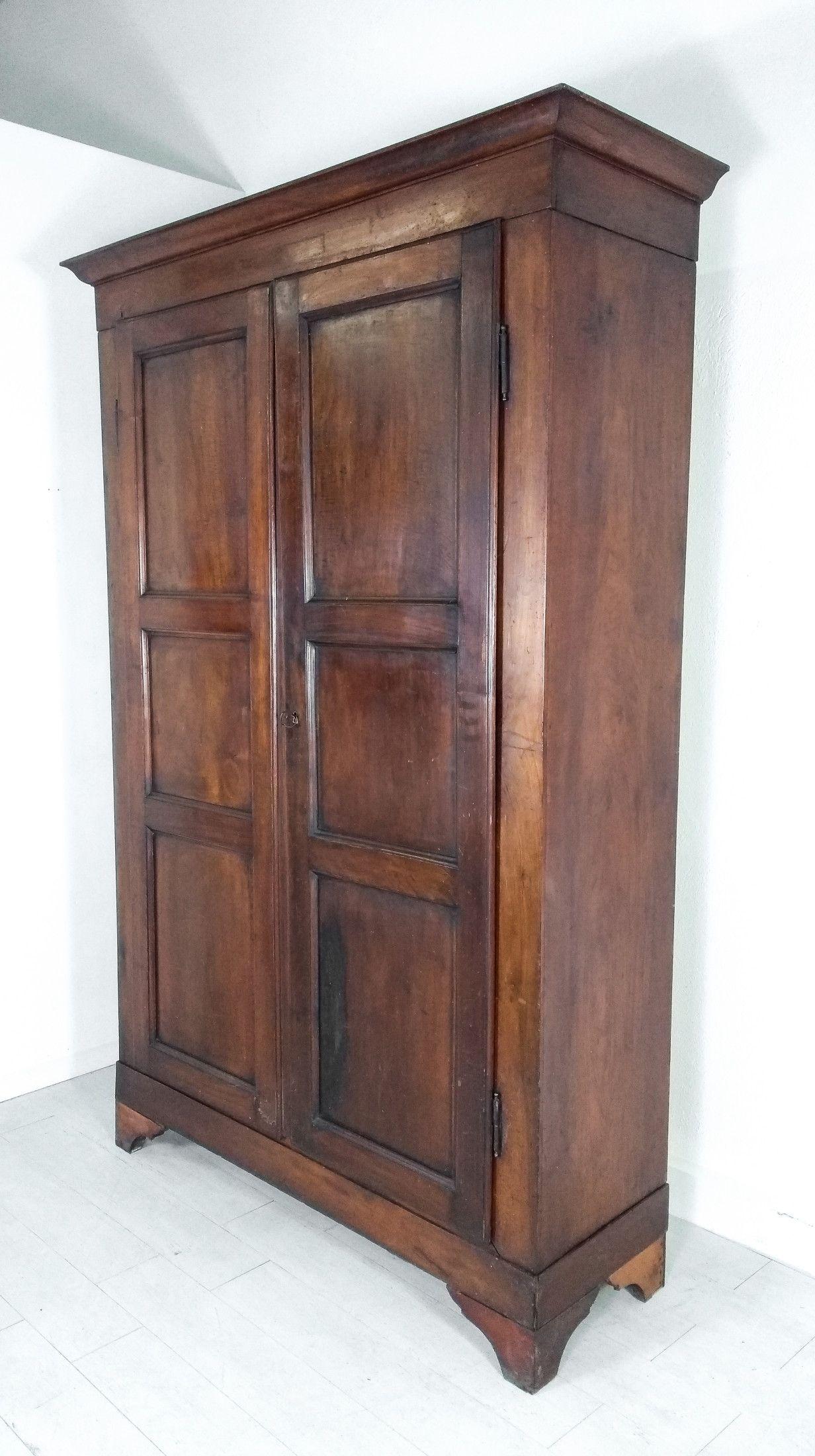 Armadio guardaroba in legno massello di noce, a due ante e