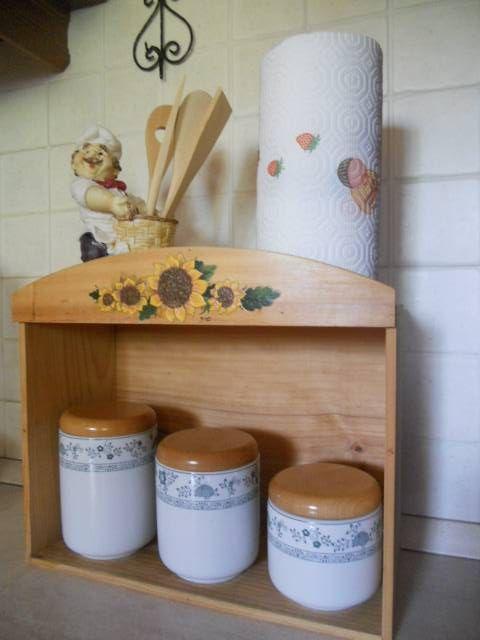 Porta-barattoli per la cucina. Riciclo di cassetta in legno ...