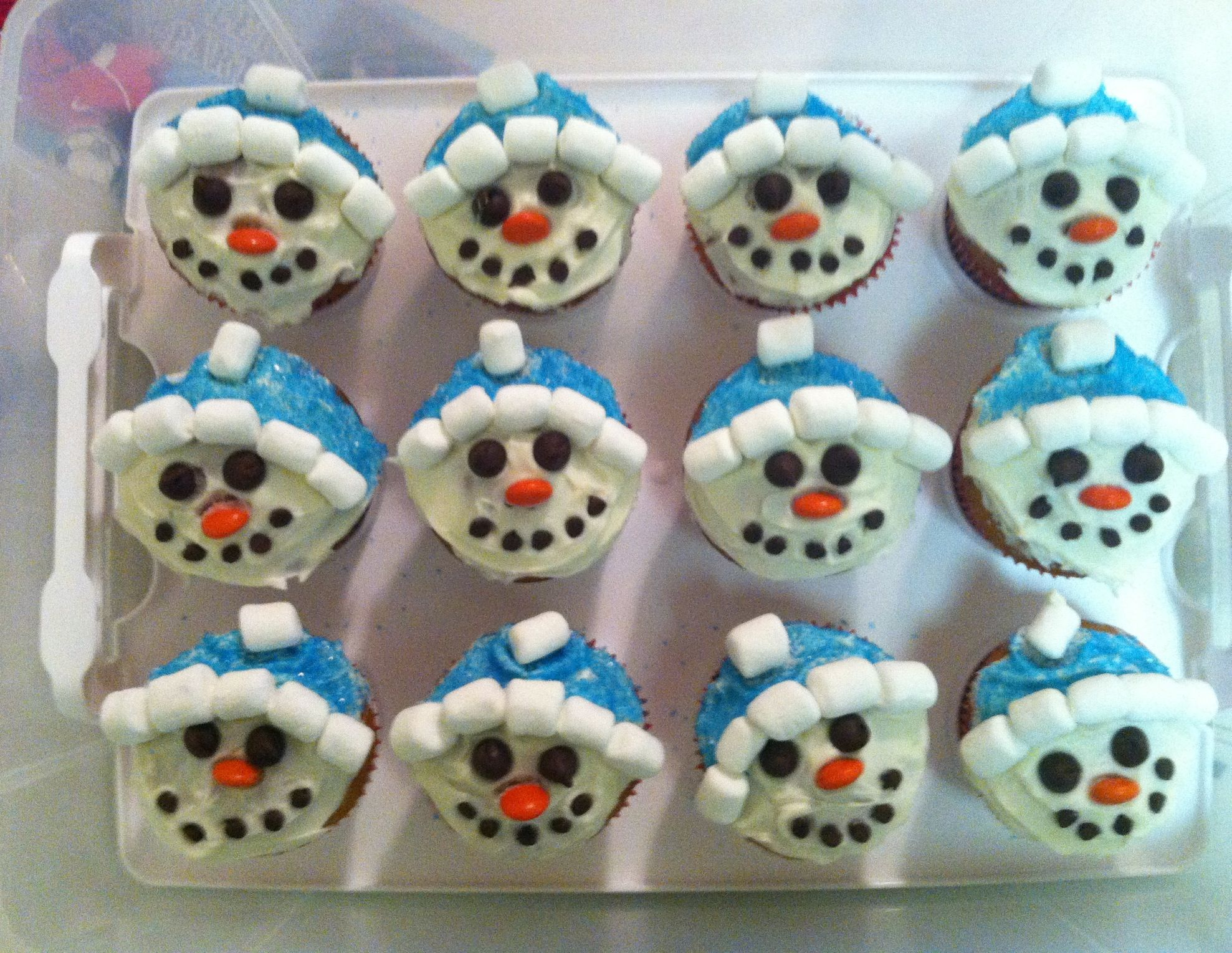 Snowman cupcakes! Perfect holiday snack! | Holiday Snacks ...