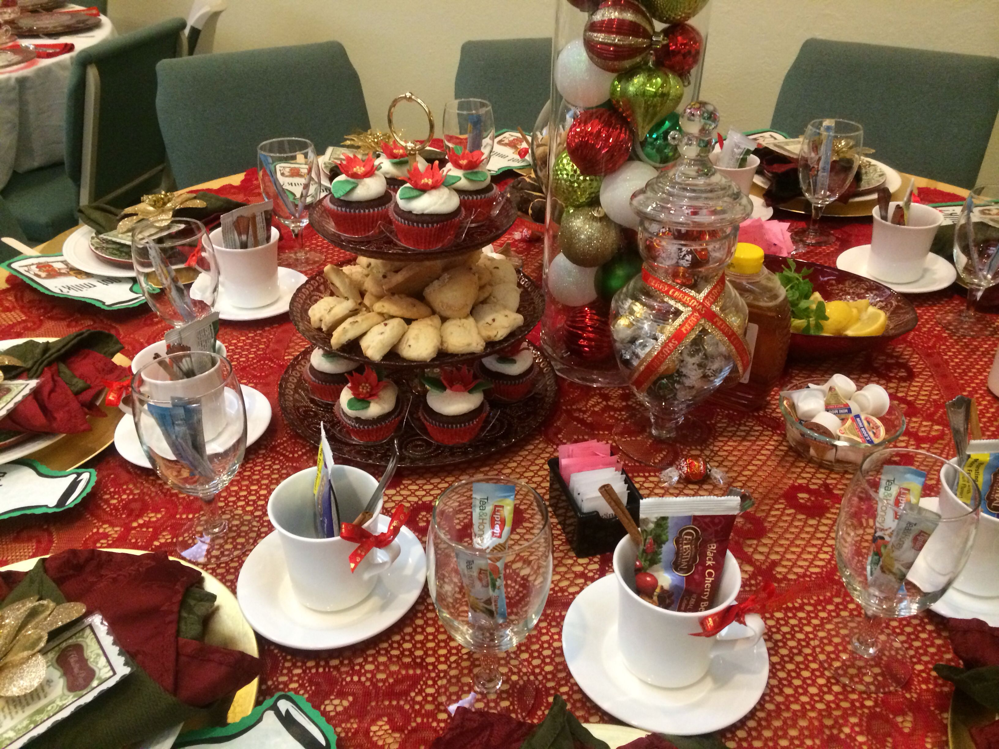 Christmas tea table decorating ideas best home design 2018 Christmas party table settings