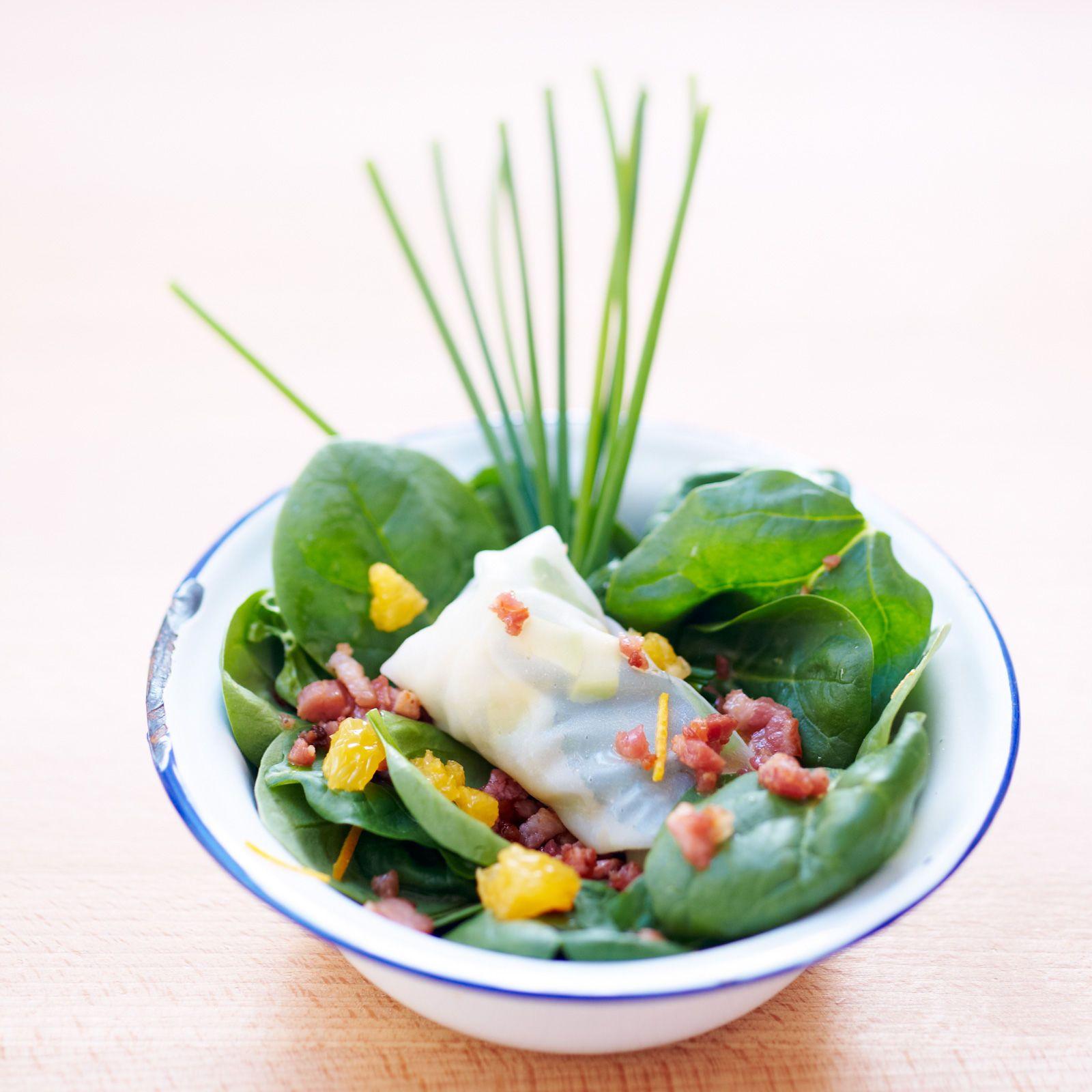 Découvrez la recette Salade d'épinards, nems croquants sur cuisineactuelle.fr.