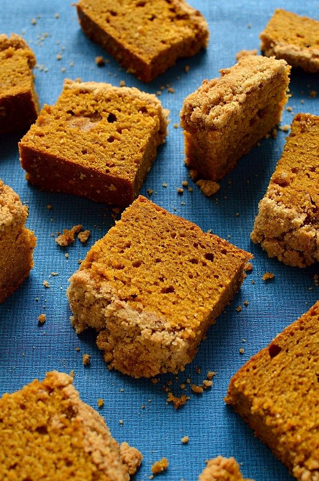 Fabulous Crumble Topped Pumpkin Spice Cake by Hannah Hossack-Lodge. A great way to use up pumpkin! http://domesticgothess.com/blog/2016/10/25/crumble-topped-pumpkin-spice-cake/