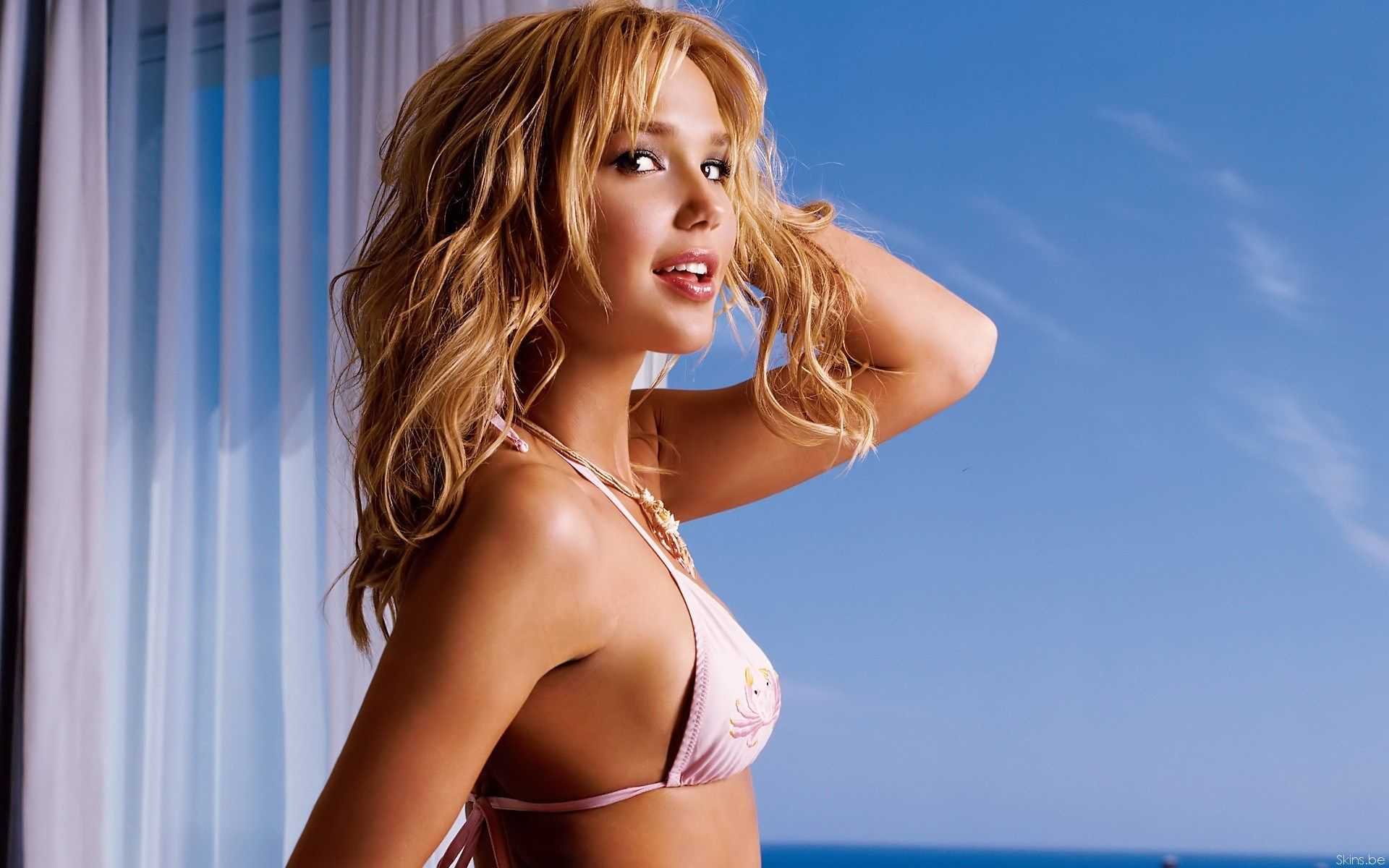 Bikini model screensaver
