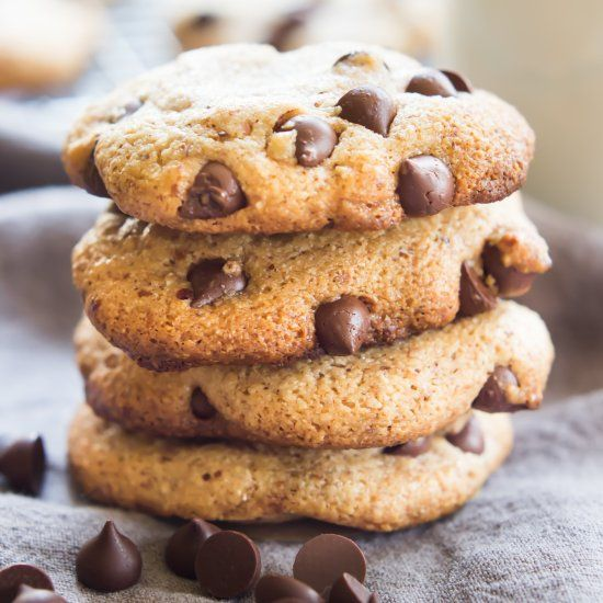 One Bowl VEGAN & PALEO Chocolate Chip Cookies! Seriously, these taste just like Toll House!