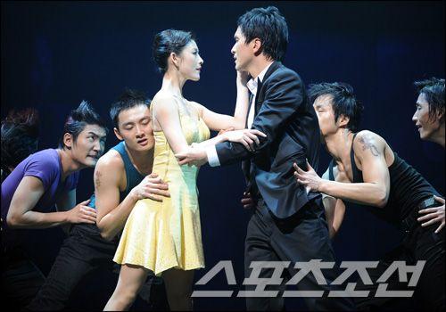 Jang Hyun-sung (장현성) and Kim Joo-won (김주원) in the musical 'Contact' (뮤지컬 '컨택트')