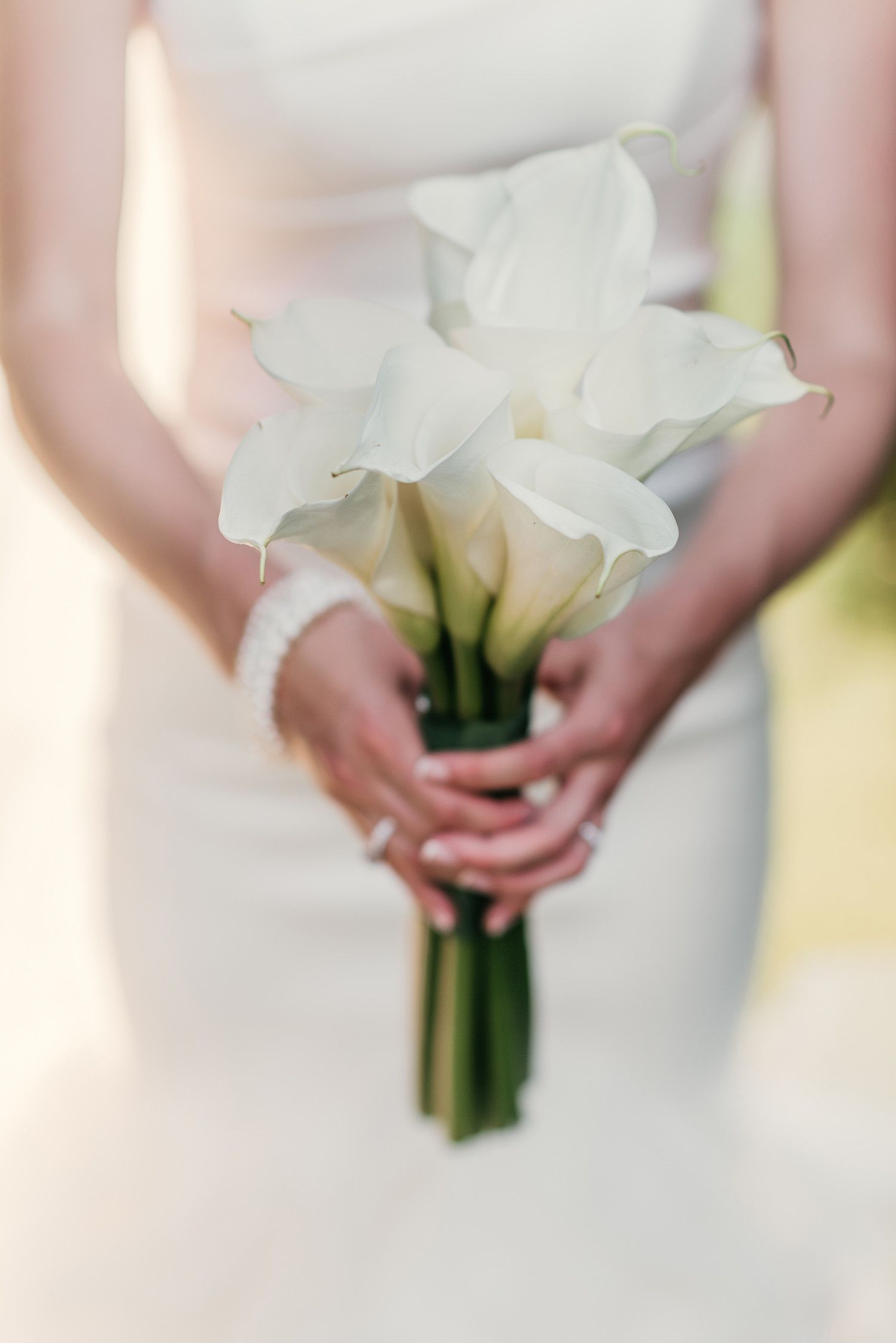 22 Lily Bouquets Perfect For A Spring Wedding Calla Lily Bouquet Wedding Lily Bouquet Wedding Flower Bouquet Wedding