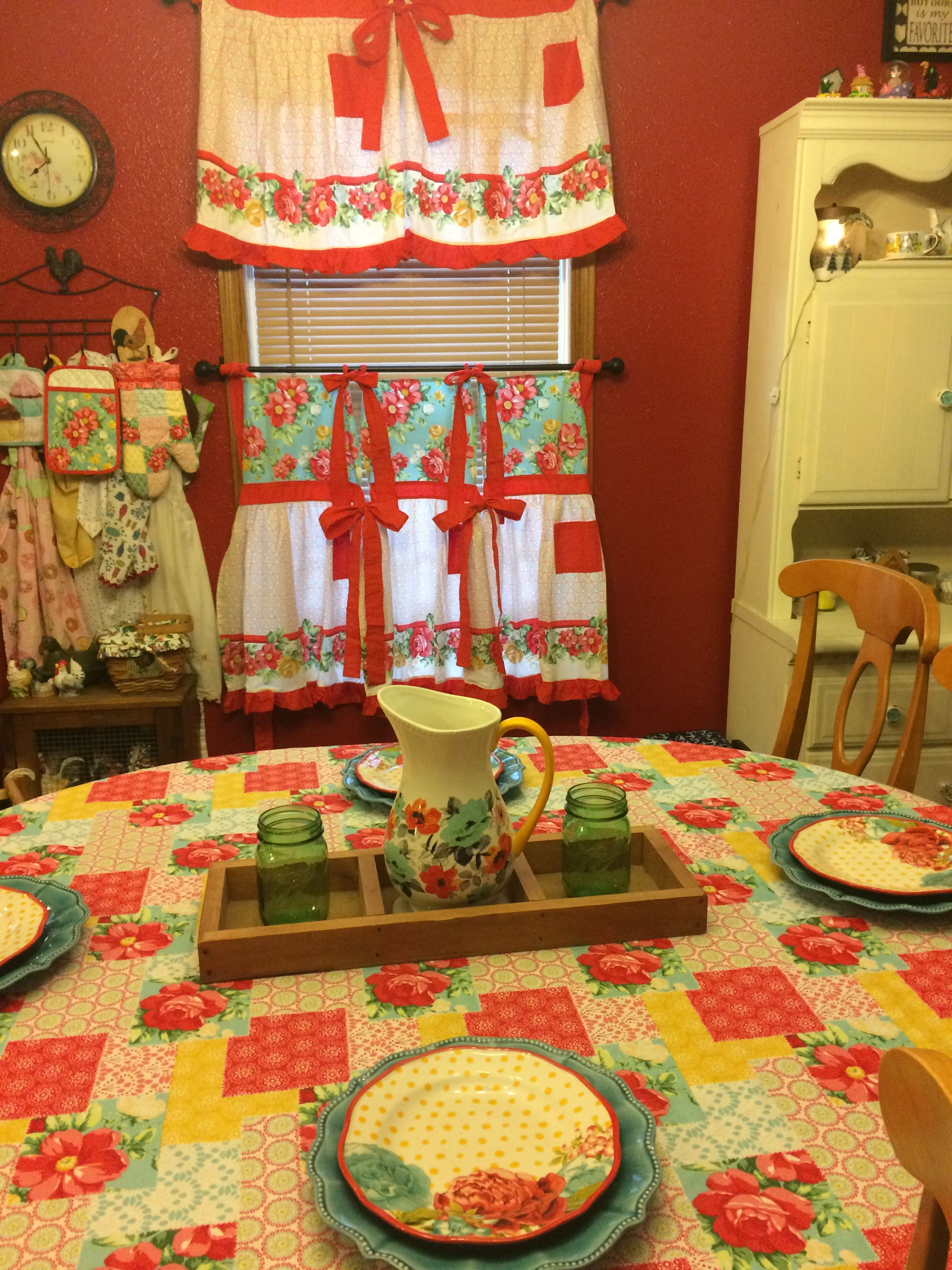 I Made Curtains From The Pioneer Woman Aprons Pioneer Woman Kitchen Pioneer Woman Kitchen Decor Dining Room Curtains
