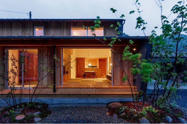 平屋のような安定した外観をつくるため 2階は一番低い軒側で160cmの