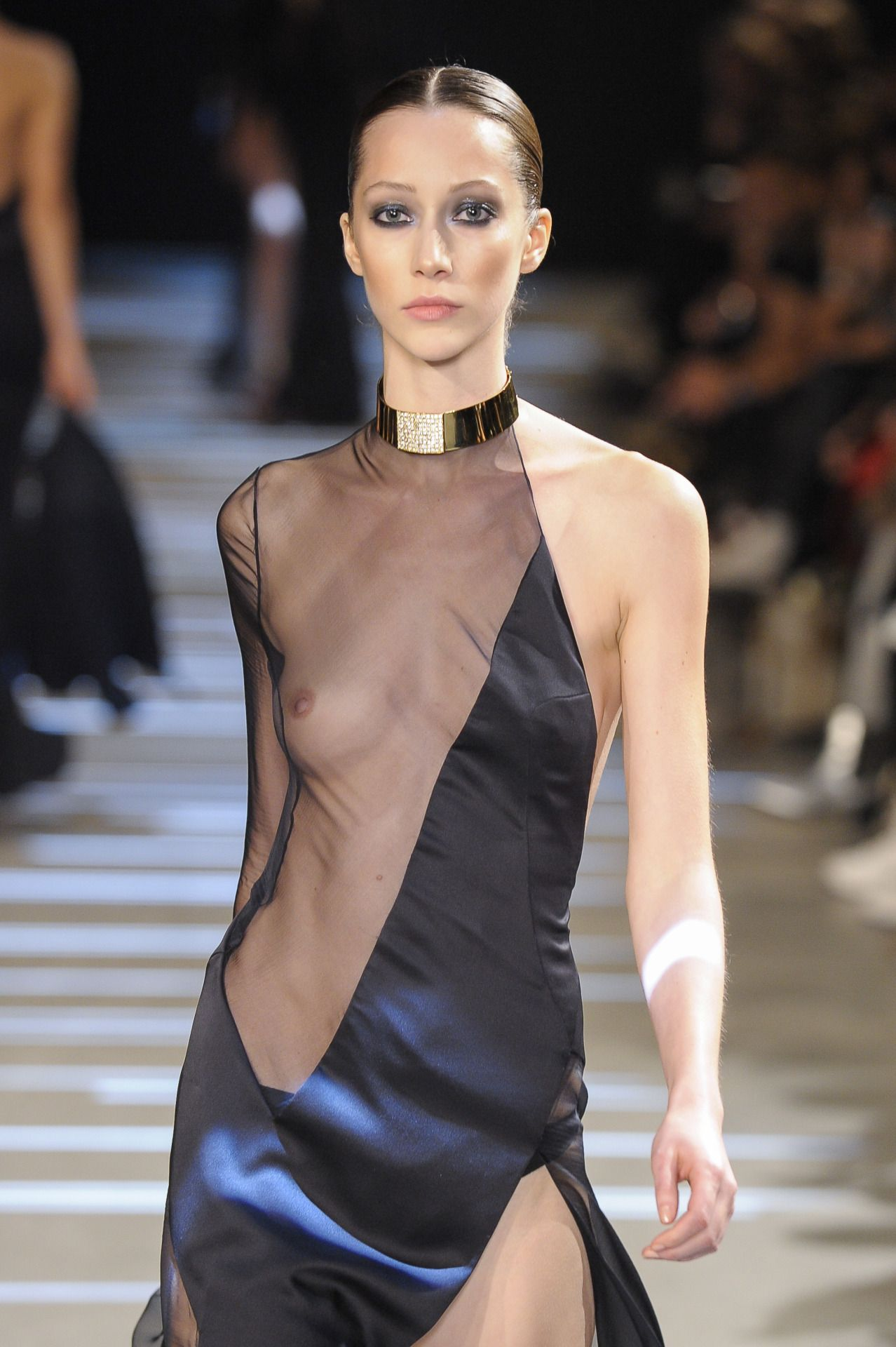 Look - How to sheer wear clothing video