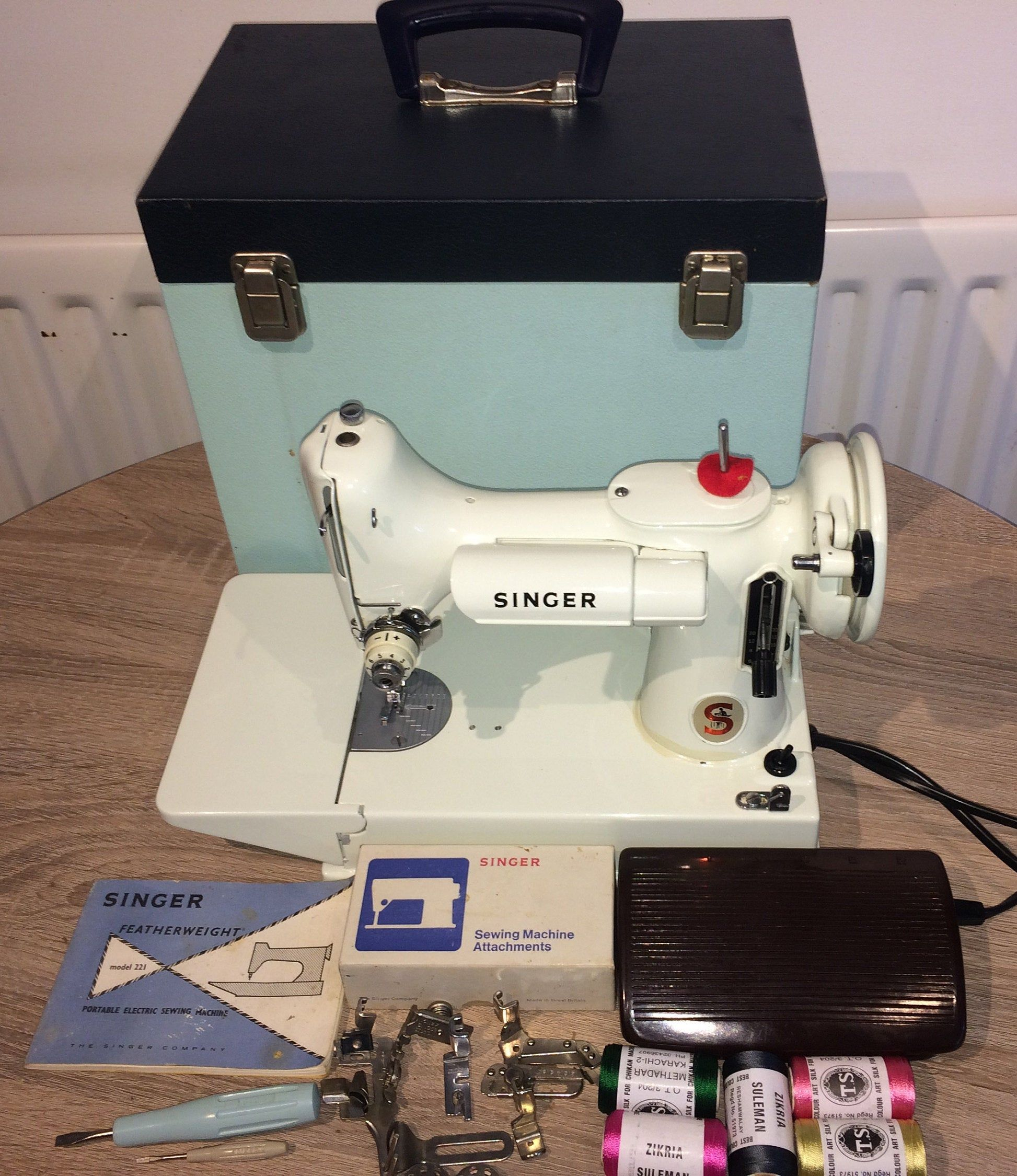 White Singer 221k Featherweight Sewing Machine With