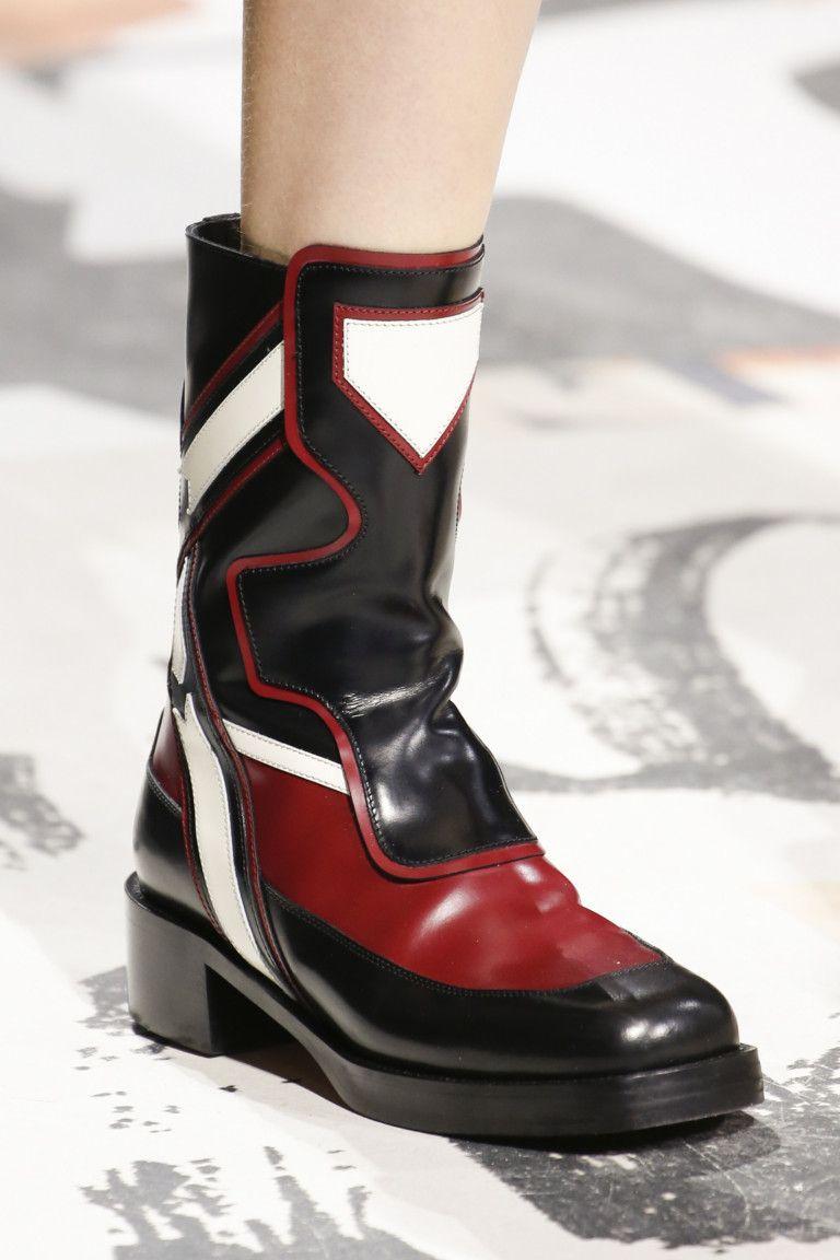 Ботинки с квадратным носком из коллекции Christian Dior  shoes  boots   trendsfw2018  fashion  fashiontrends  dior 95915ccda32
