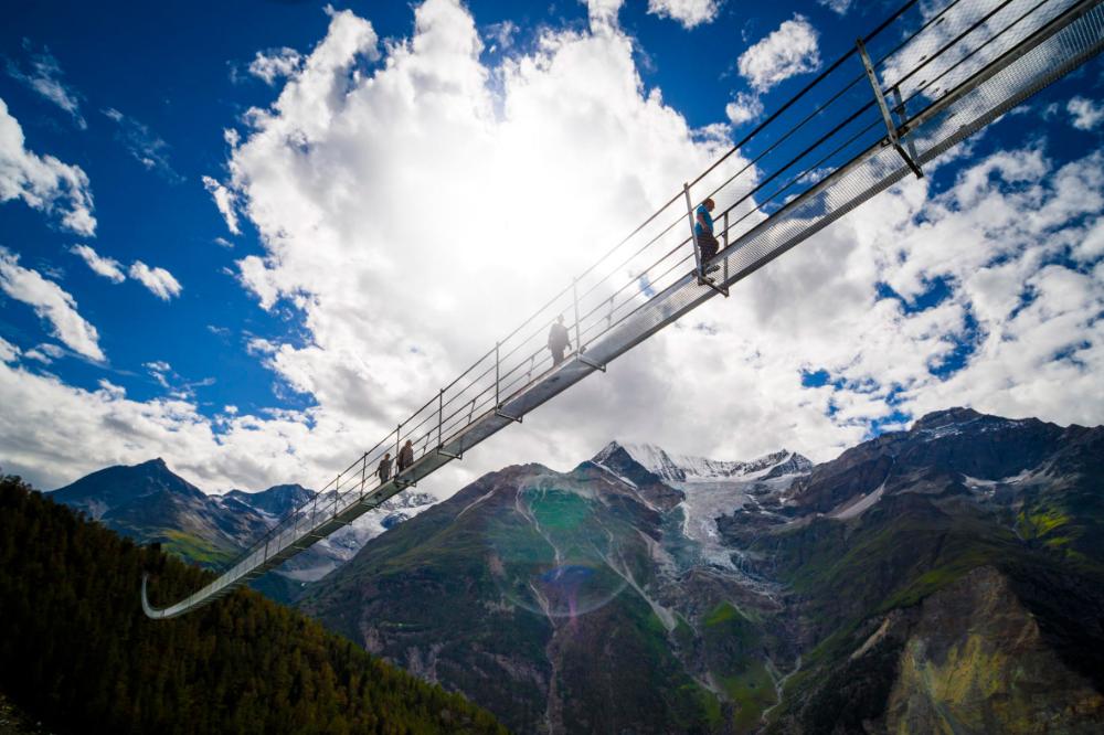 World S Longest Pedestrian Suspension Bridge Traverses A Swiss Valley Suspension Bridge Valley Pedestrian