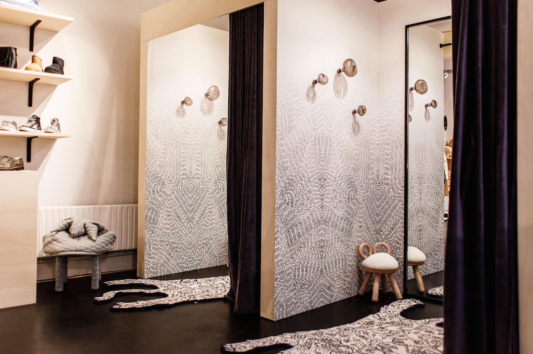 smallable 39 s first concept store at 81 rue du cherche midi. Black Bedroom Furniture Sets. Home Design Ideas