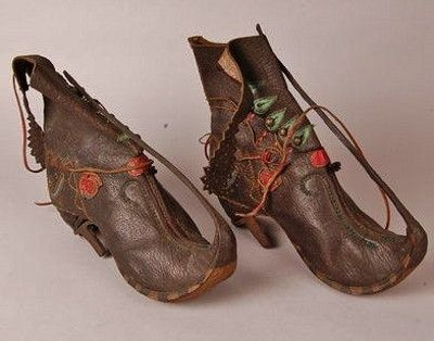 Embroidered boots. Circassian, fromTurkey. Late-Ottoman era, 1860-1869. Made of leather (goat-skin), iron, buttons (brass), thread (silver, cotton?). (British Museum, London).
