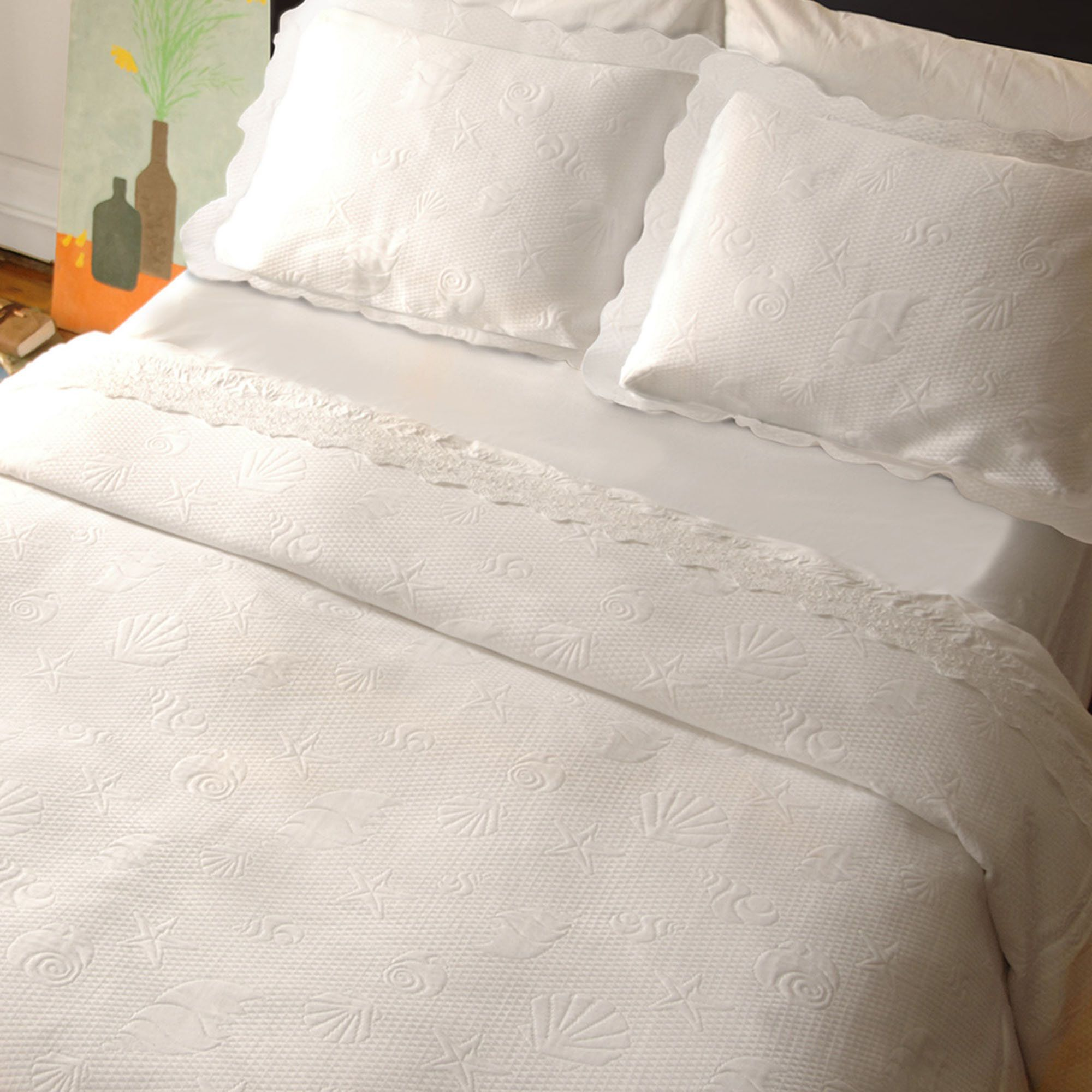 Superb The Sea Spray White Matelasse Coverlet Bedding Has A Soft Feel That Is  Perfect For Your Coastal Bedroom.