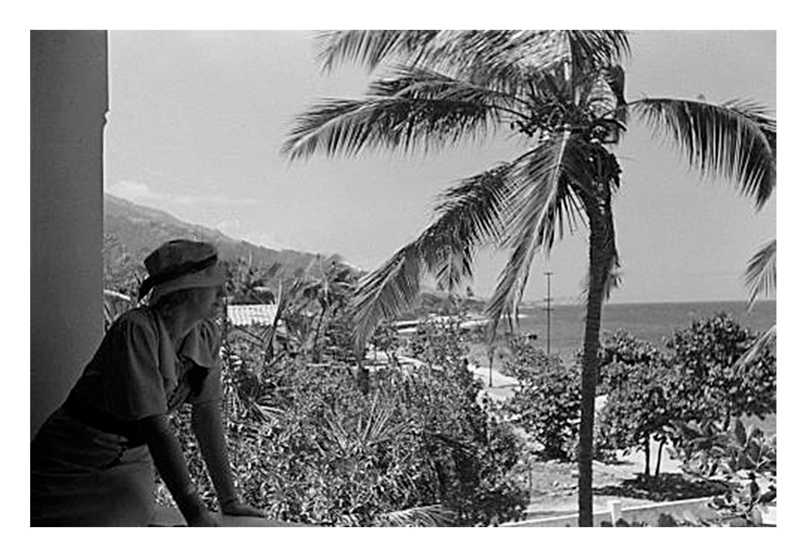 Hermosa Y Elegante Turista Alemana Que Acompaño Al Fotógrafo Hanns Tschira En Su Recorrido Por Venezuela Luego De Desembarcar En El Landmarks Travel Building