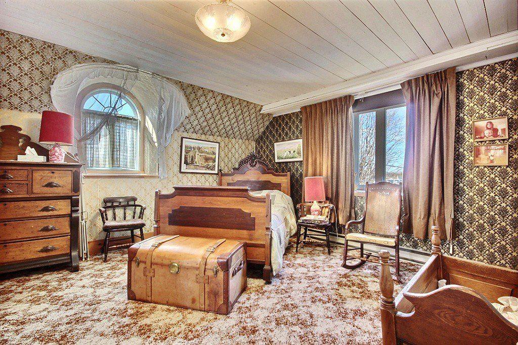Chambre coucher d 39 une maison ancestrale lotbini re for Decoration maison quebec