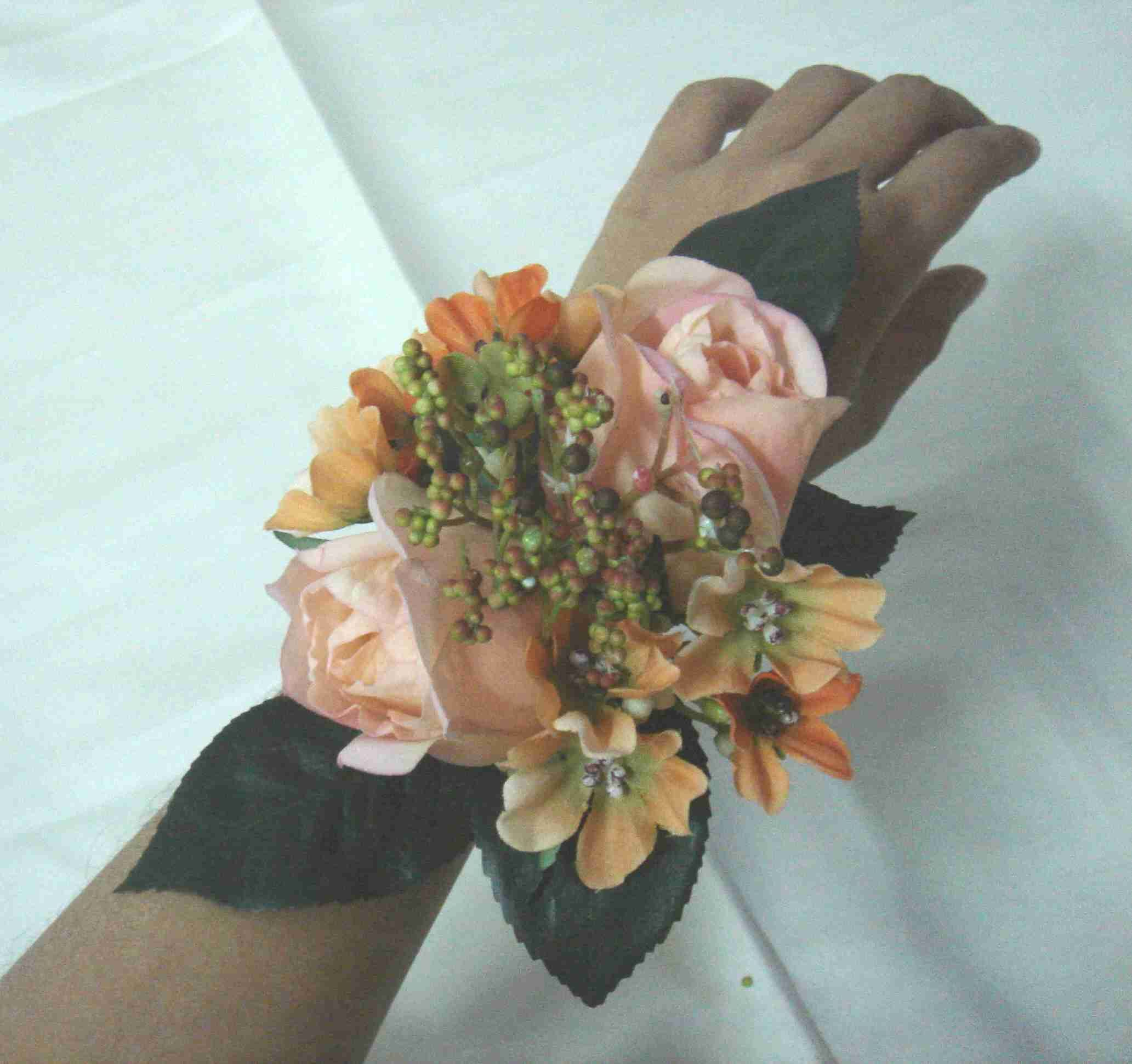How To Make Wedding Bouquets And Corsages : Rose wrist corsage steps on how to make craft ideas