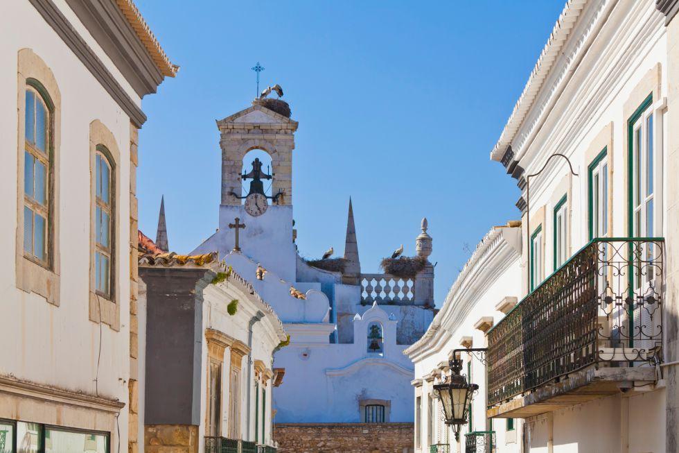 Rutas senderistas sobre acantilados, playas fabulosas y ecovías para ciclistas alternan con pucheros serranos y cataplanas de pescado en el Algarve más desconocido