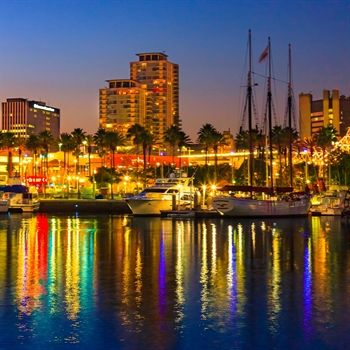 """Did you know that there is an """"Annual Boat Parade of Light"""" in Los Angeles? #USA"""