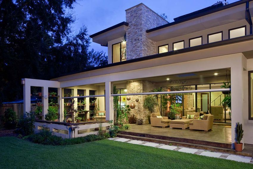 How retractable screens can help brings the outdoors in