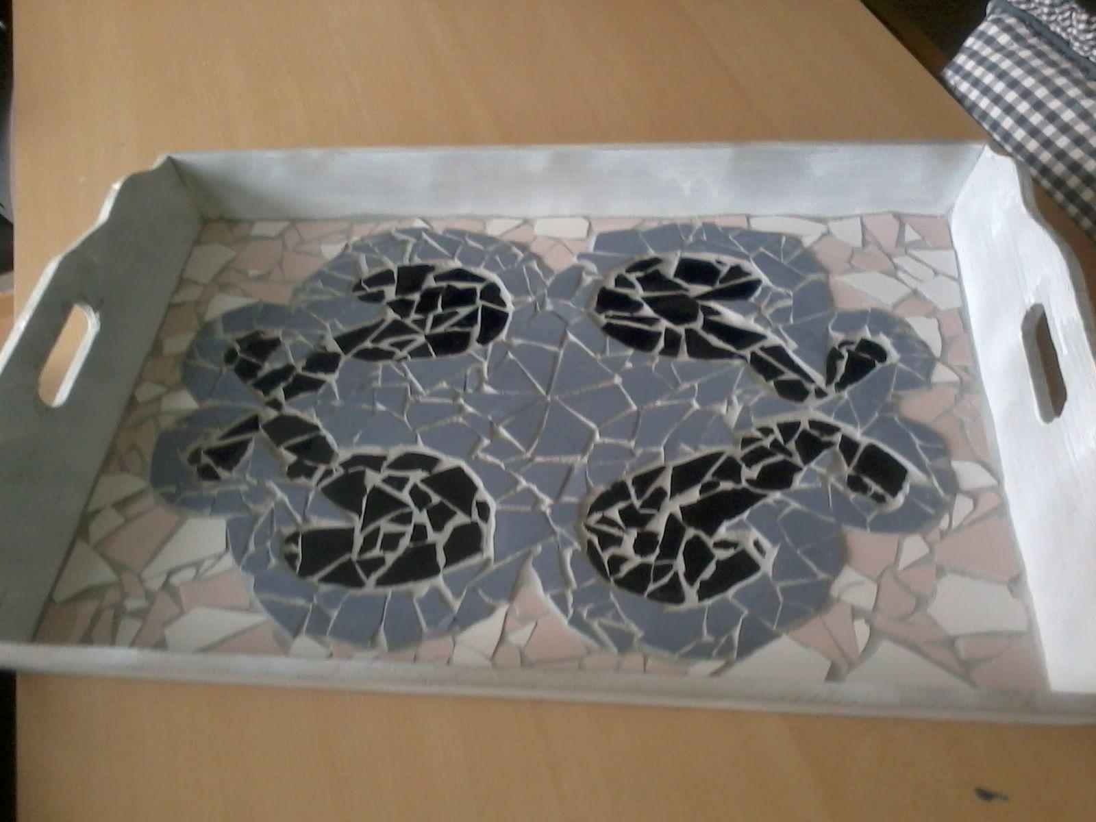 Dienblad mozaïek, de houten rand ga ik nog verven.