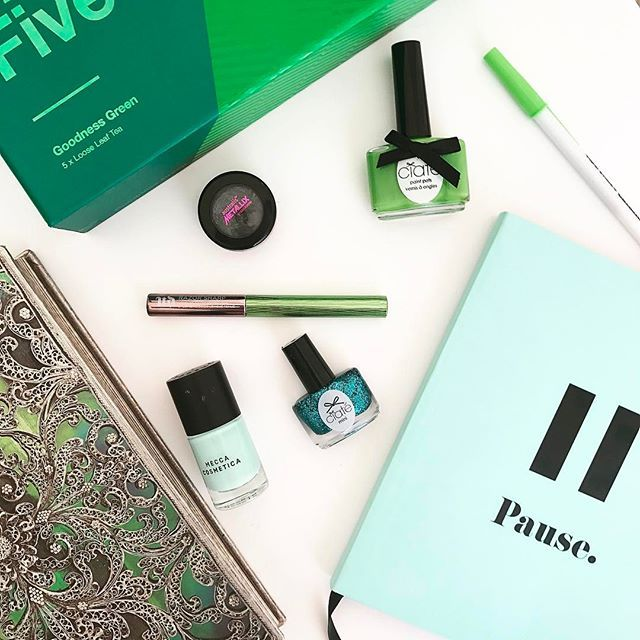 Some green goodness to liven up the day. 💚👗👒🌿🍃🌱🌵🌴🍀☘️🌲🌳🍏📗#greeneverywhere #pantonecoloroftheyear