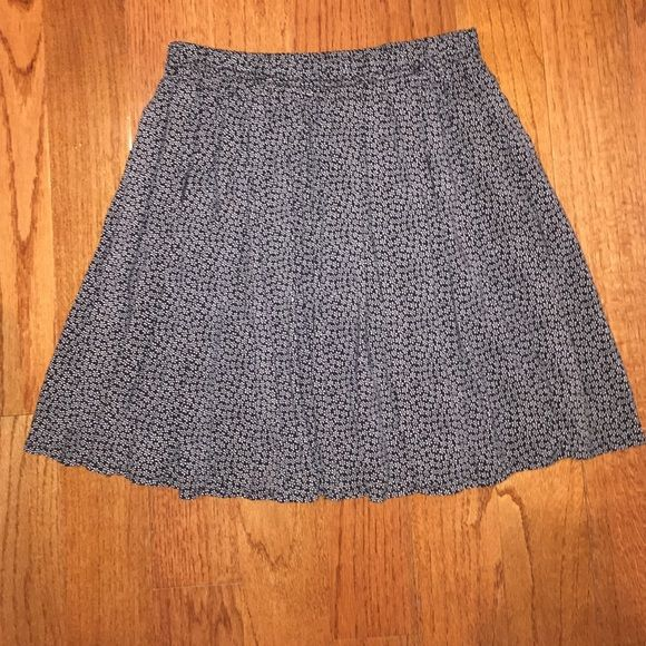Brandy Melville Floral Heather Skirt black and white floral patterned skirt in perfect condition Brandy Melville Skirts Circle & Skater