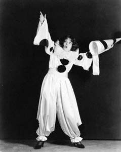 Bow104 - Clara Bow - Silent Movie Star - More at http://cine-mania.it