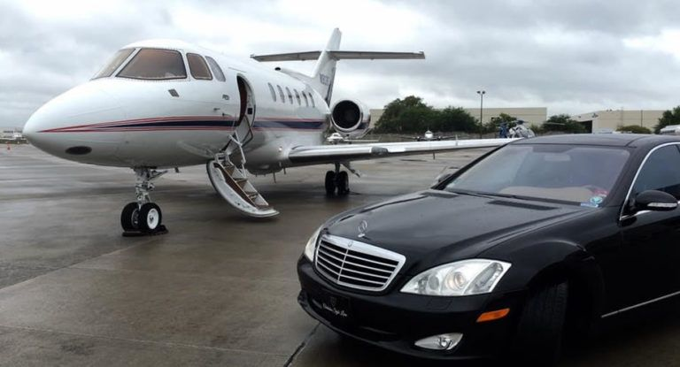 Charlestonstylelimo Executive Car Service Is Perfect For Attending Meetings Entertaining With Images Airport Transportation Transportation Services Airport Limo