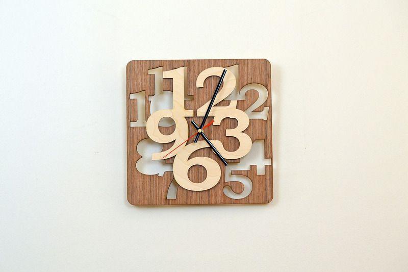 Horloge en bois avec chiffres