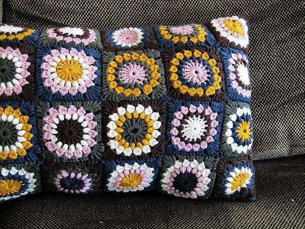 Granny Squares color | crochet pillows | Pinterest