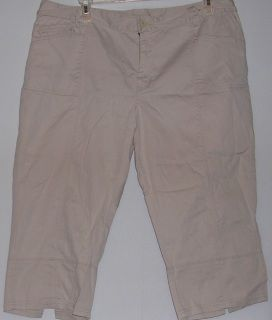 "Off-White Capri Pants -Size 22 by Venezia-Cotton, lycra, and spandex blend -Hips 24""/Length 20""-Split on pants leg hem-Front and back pockets-plus size-$10.70"