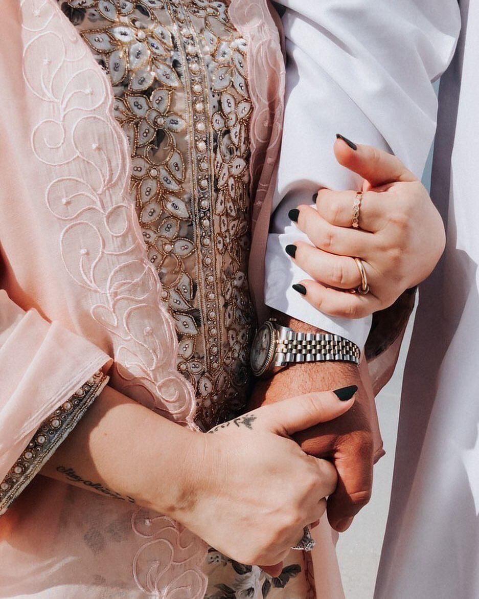 Pin By Marwa 1 On خطوبة In 2021 Teenage Girl Photography Couple Hands Beautiful Couple
