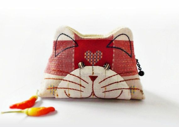 Cat purse / Hand embroidery / Pencil bag / Cosmetic bag / Zipper purse/ Gift bag / Bag zippered - Made to order