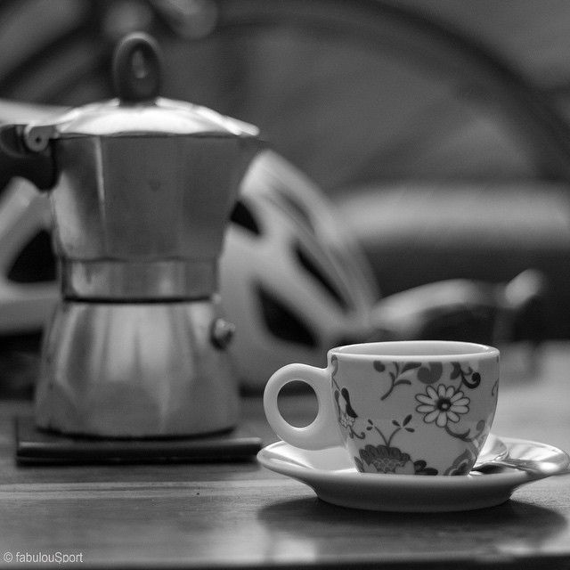A quick pre-ride #homemade #coffee #italiancoffee made with #moka. #Cycling & #coffees go together well these days, particularly since #caffeine is no longer prohibited in #professionalcycling, although it has to be consumed with moderation. What's you opinion about it..do you like to begin your #ride from a #café, #drinkingcoffee before #riding