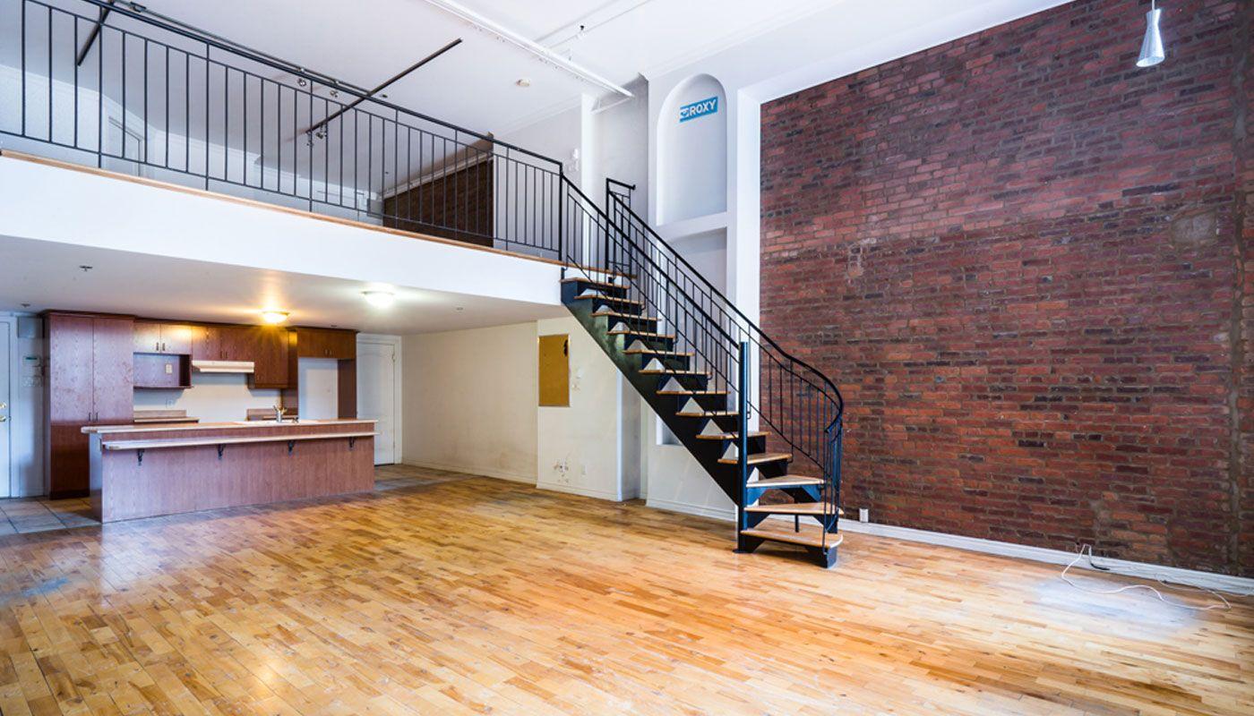 15 notre dame ouest suite 206 grand loft avec mezzanine mur de brique une exposition id ale. Black Bedroom Furniture Sets. Home Design Ideas