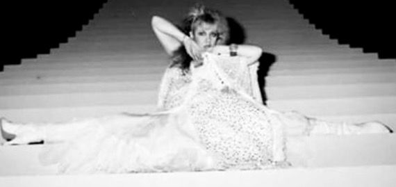 Stevie Nicks, on the I Can't Wait step setup, in full white gypsy look, Rock A Little era. doing her ballet splits. Lovely outtake! #gypsysetup