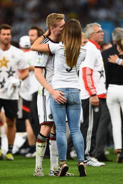 German Wags Sportzwiki Wags Soccer Soccer Couples Neymar Girlfriend