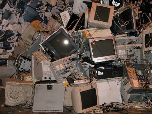 Removing Dead Computers From Your Itunes Account Electronic Waste E Waste Recycling Computer Recycling