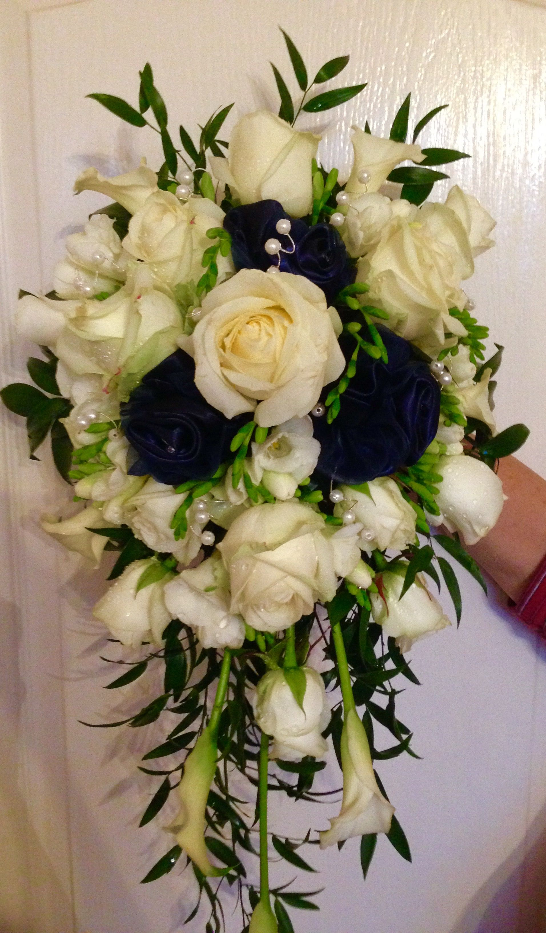 Fresh flower bridal bouquet, calla lilies , roses and pearl ...