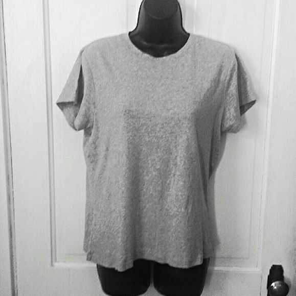 4e0a80db8b5 Old Navy T-Shirt This is the simple t-shirt that Old Navy is famous ...