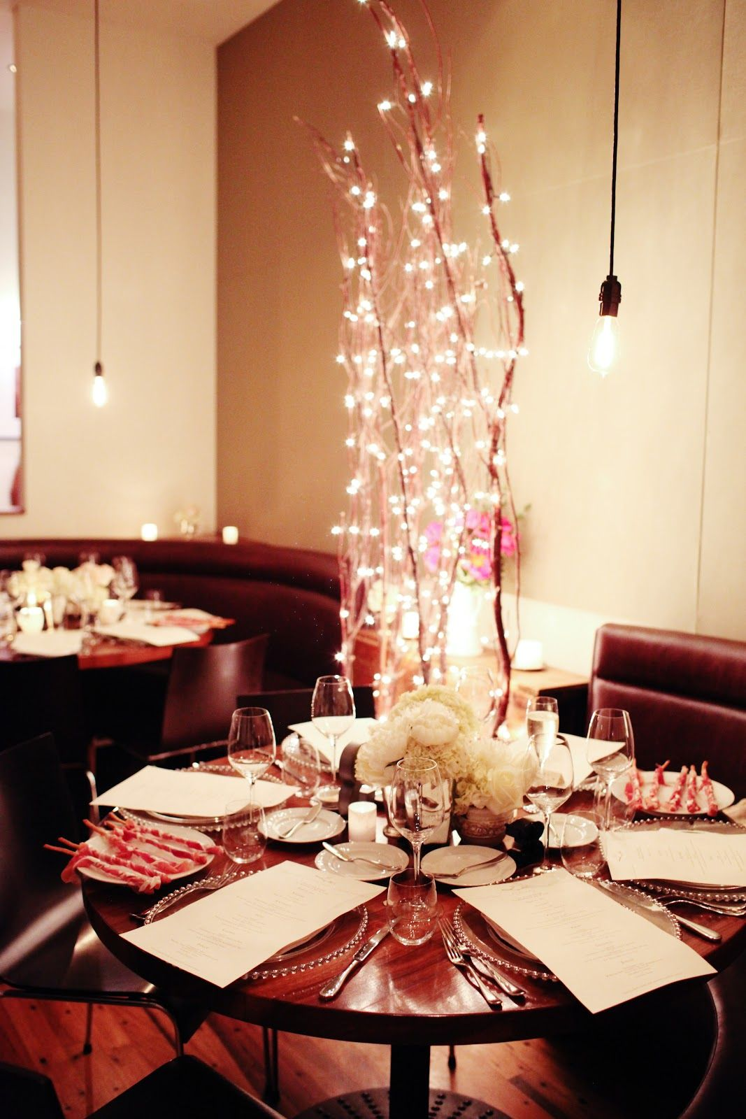 Intimate round tables.