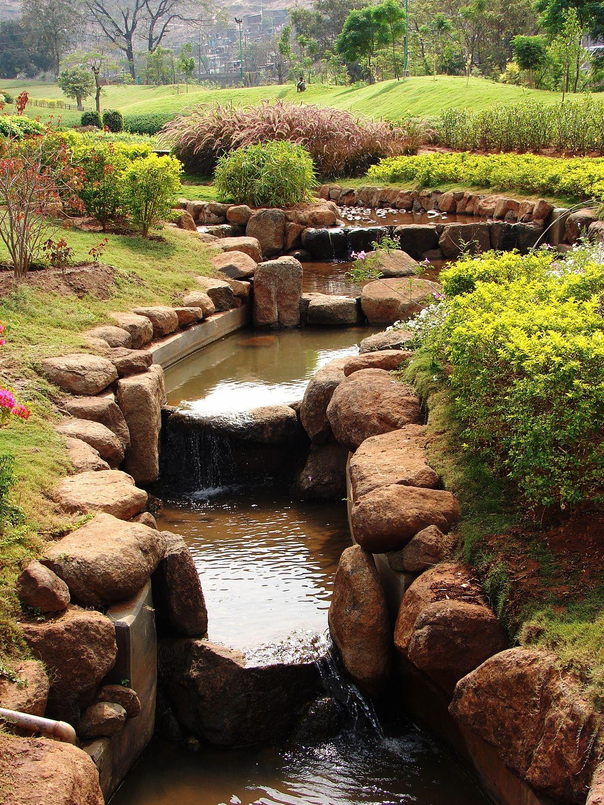 File:Pu La Deshpande garden water.JPG - Wikimedia Commons | Unusual ...