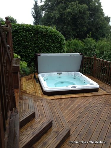 jacuzzi j 235 encastr dans une terrasse en bois 375 500 spas jacuzzi en. Black Bedroom Furniture Sets. Home Design Ideas