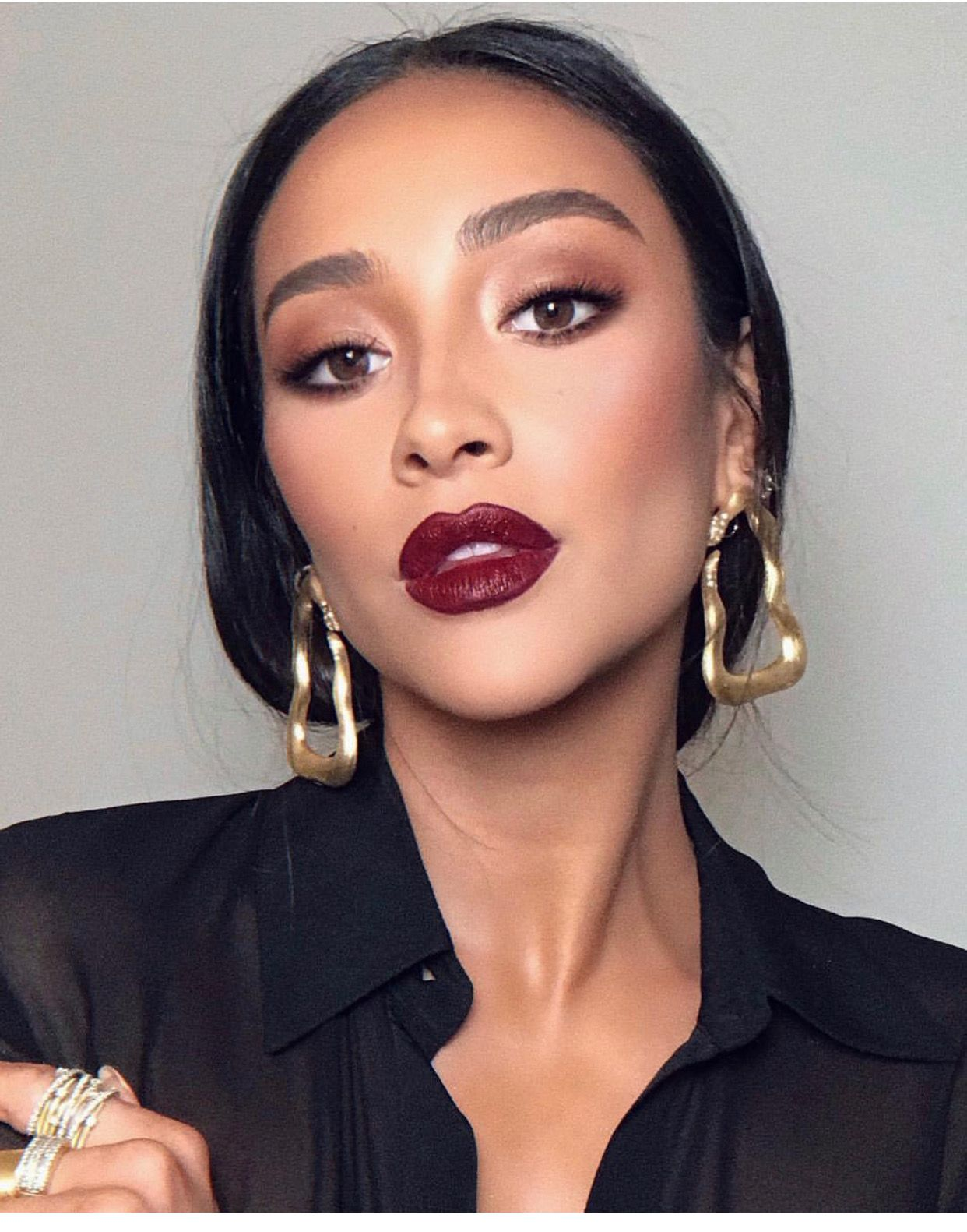 Shay Mitchell Red lipstick makeup, Bold lip makeup, Red