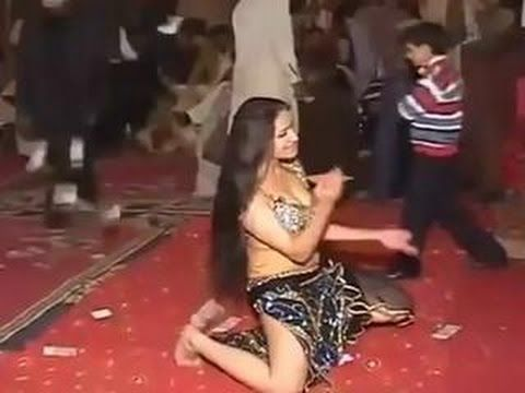 pakistan-teen-mujra-movie-girls-show-there