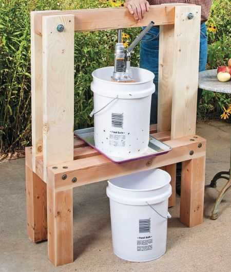 How to Make Apple Cider with a DIY Press #easydiy