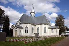 Kälviän kirkko elokuussa 2012.